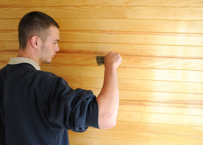 bien pr parer le bois avant de le vernir du bricolage. Black Bedroom Furniture Sets. Home Design Ideas