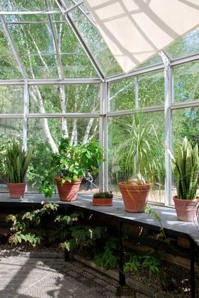 Bien choisir sa serre de jardin du - Comment choisir une serre de jardin ...